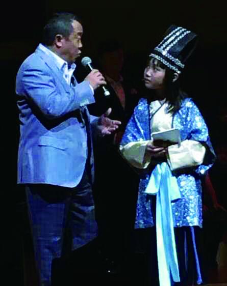 曾志偉與朱曼穚在台上演出