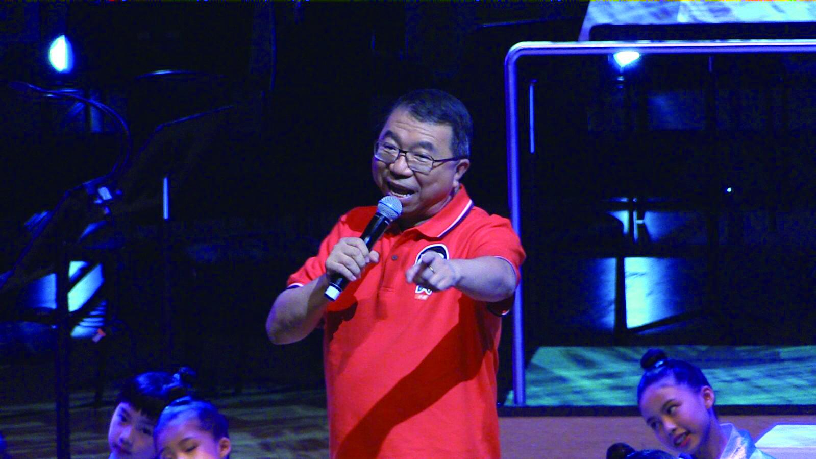 仁醫生演唱《小明坐火車》